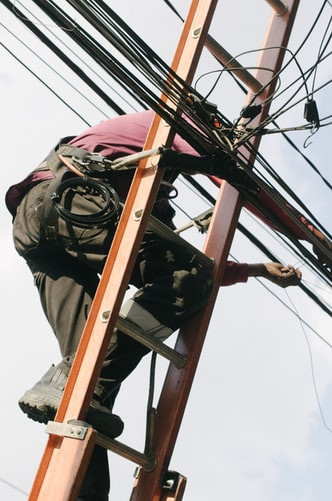 Using The Services Of An Electrician Glasgow West End